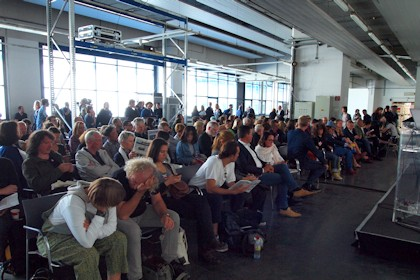 ars electronica 2017 lecture stage Foto: Wolf Erdel